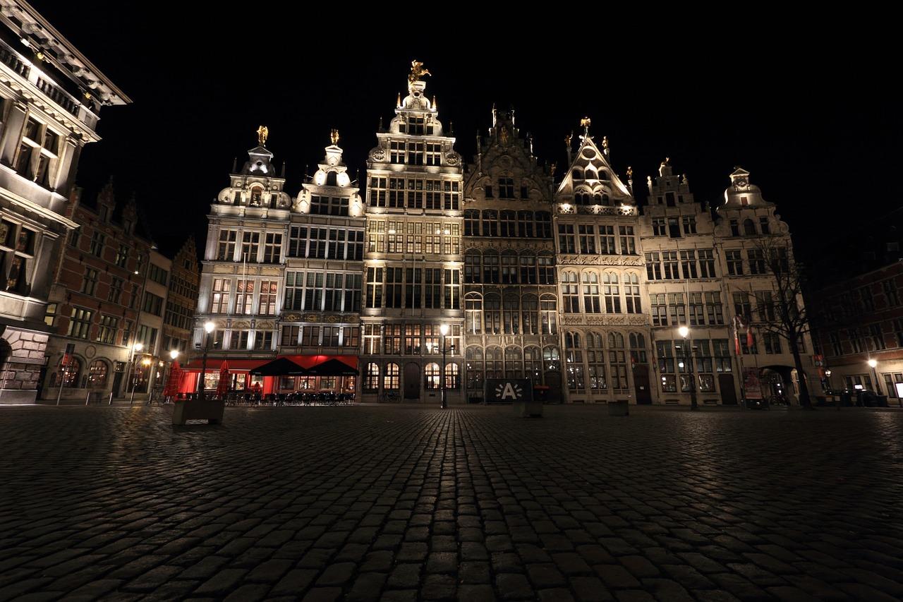 uitgaan, nightlife, discotheek, club, uitgaansleven, stappen, clubs, discotheken, bars, antwerpen, belgië