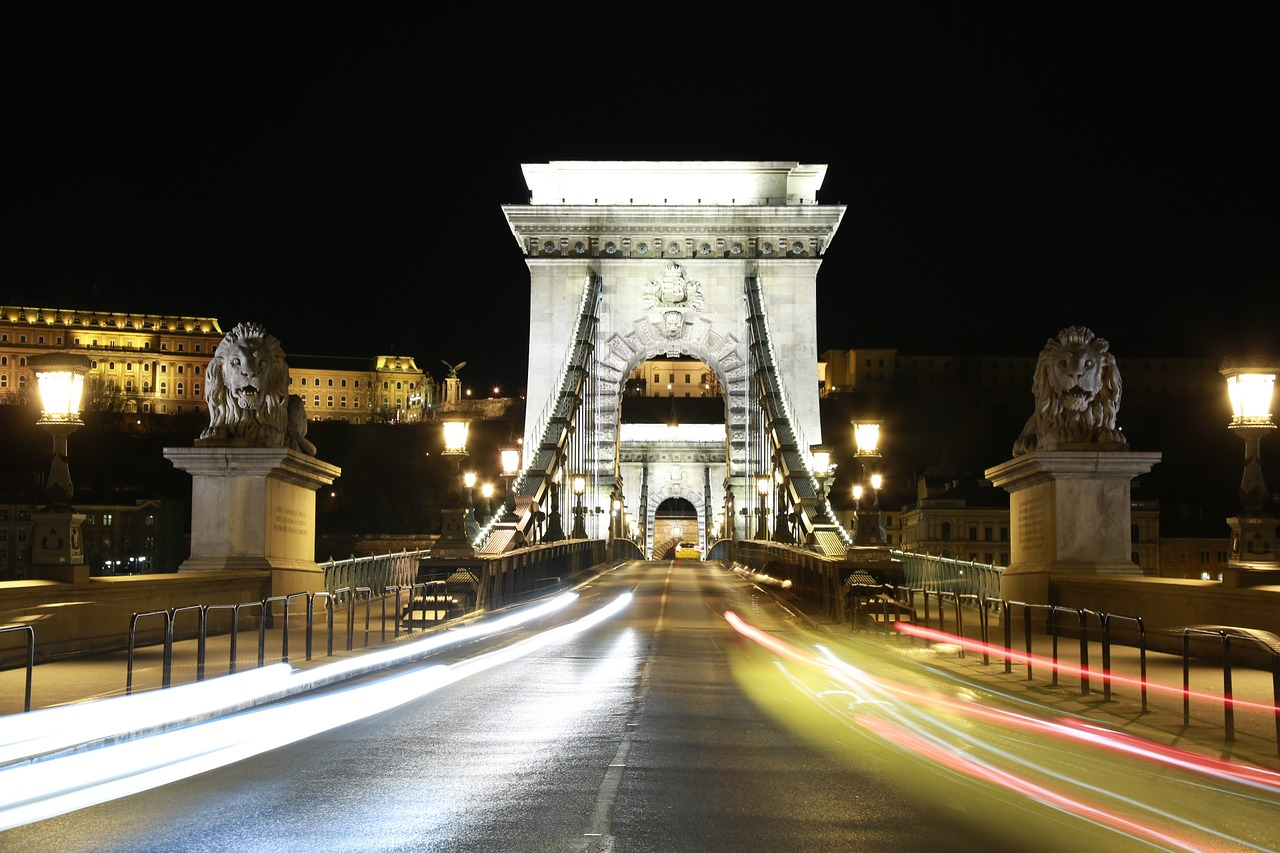 uitgaan, nightlife, discotheek, club, uitgaansleven, stappen, clubs, discotheken, bars, boedapest, hongarije