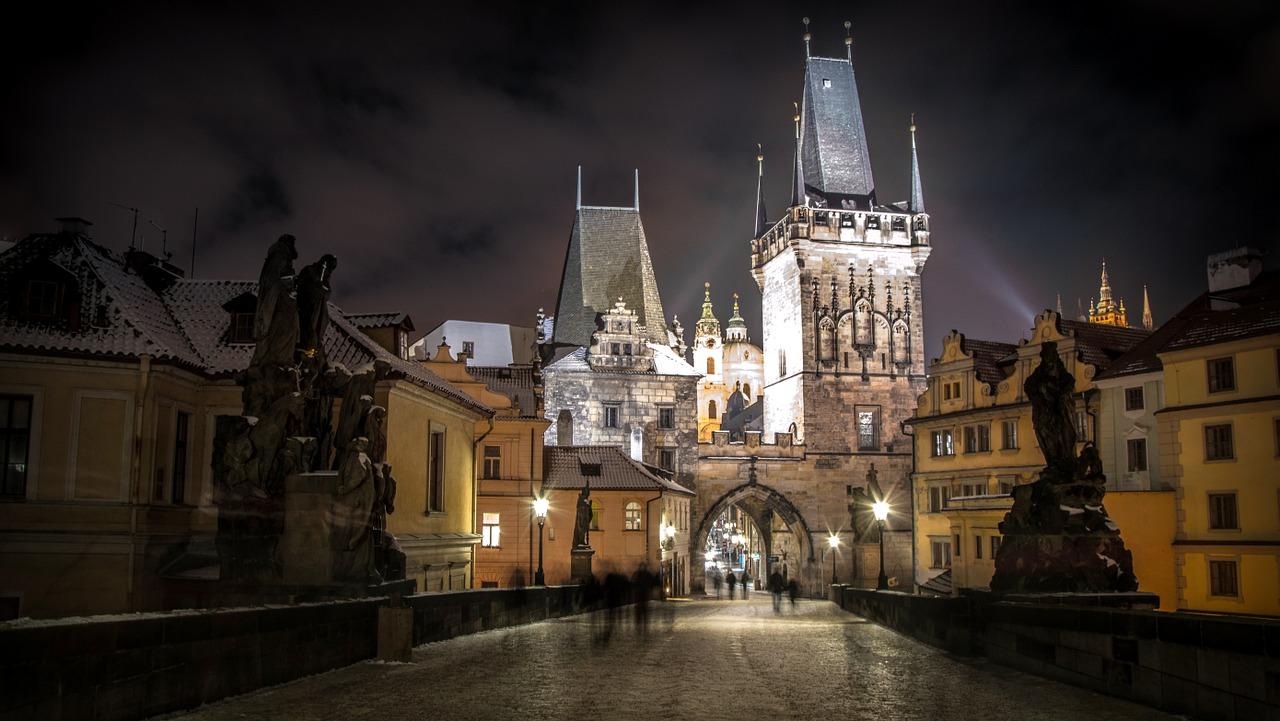 uitgaan, nightlife, discotheek, club, uitgaansleven, stappen, clubs, discotheken, bars, praag, tsjechië